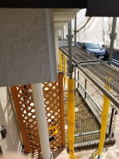 玄関庇隙間