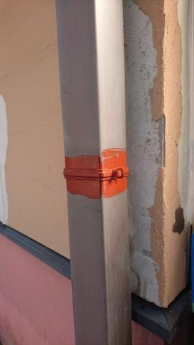 竪樋留め金具 錆止め塗布