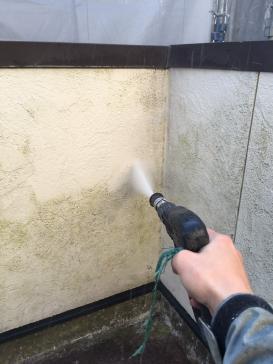 高圧洗浄の様子