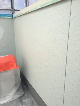 ベランダ外壁塗装作業の様子