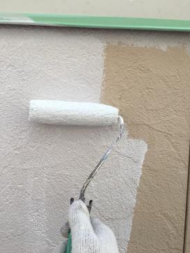 外壁下塗り作業の様子です