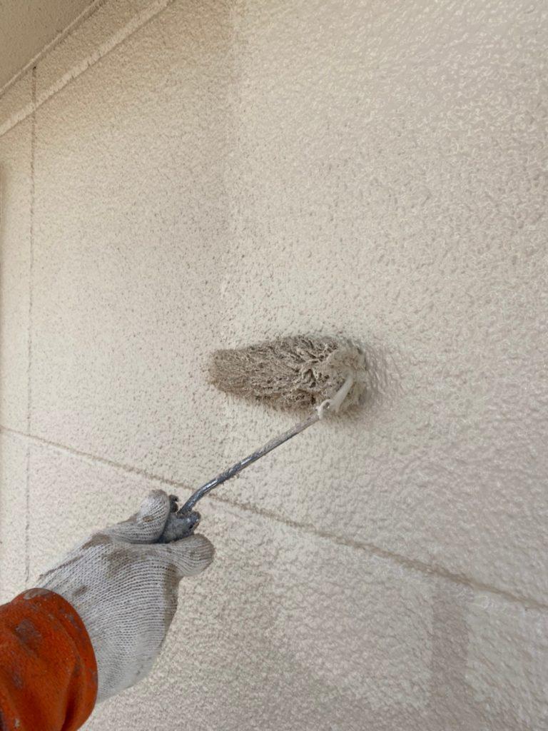 外壁塗装 上塗り作業の様子