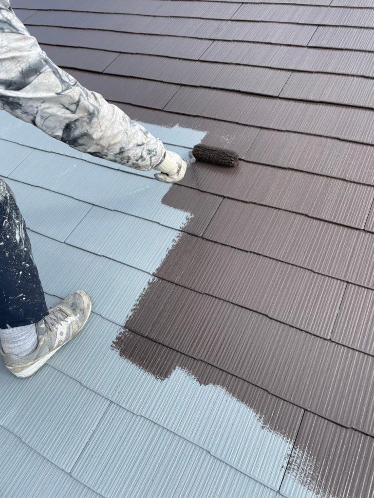 屋根塗装作業の様子
