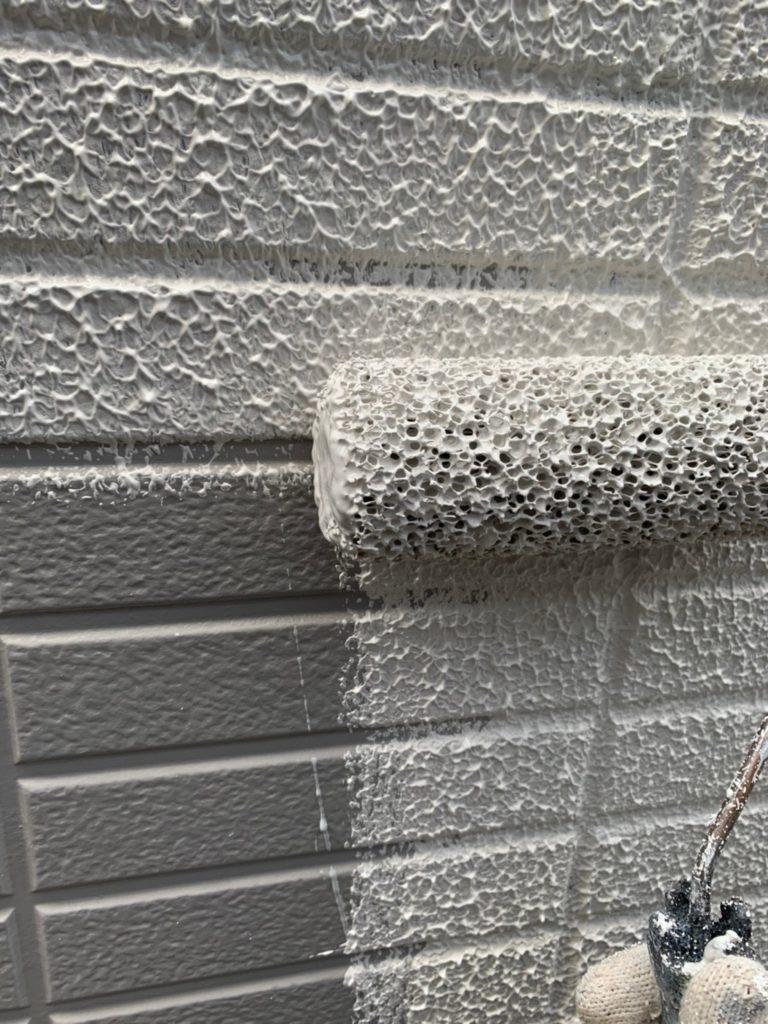外壁塗装作業 下塗り作業の様子