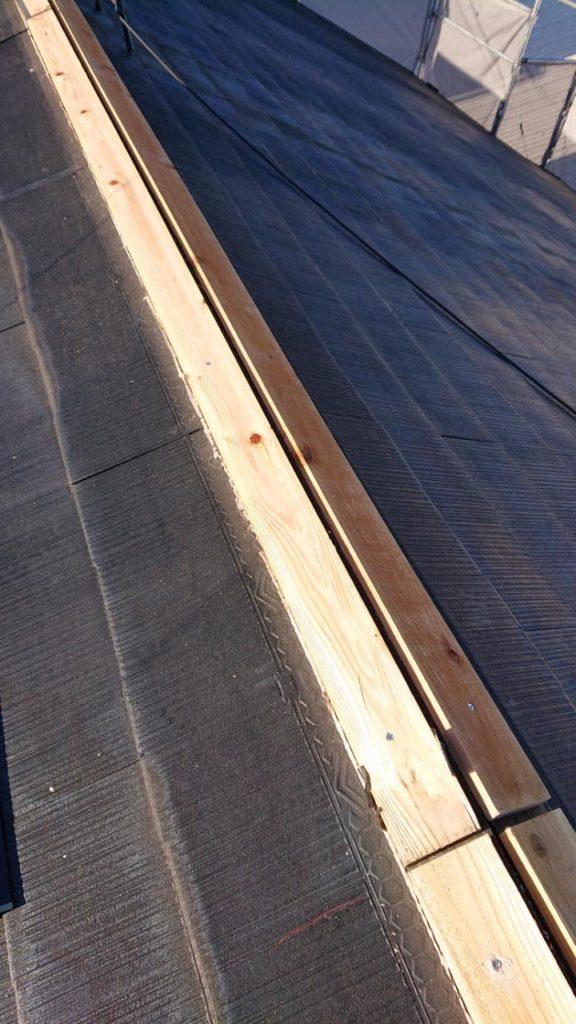 屋根棟押さえ板金<br>修繕作業