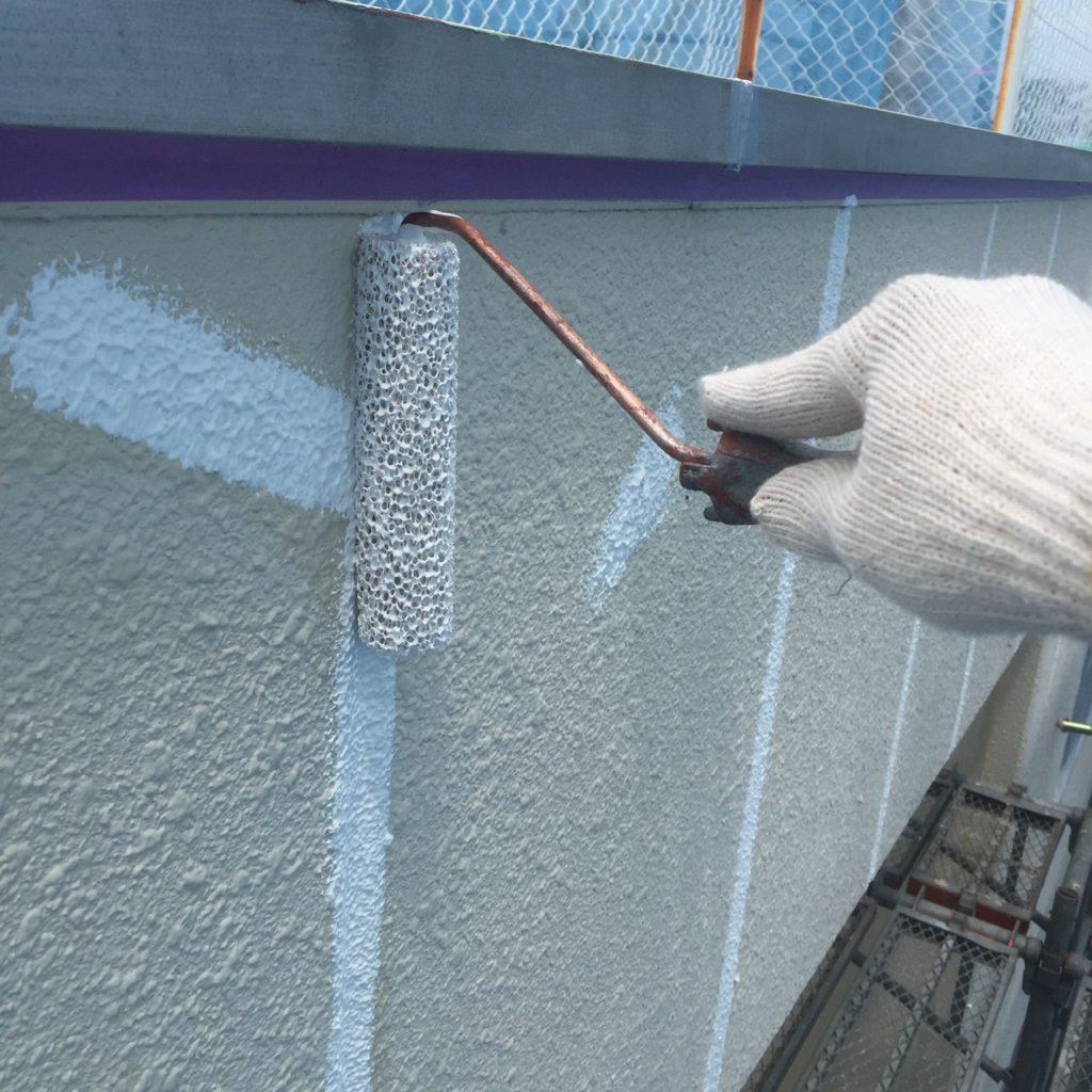 外壁塗装<br>肌合わせ作業の様子