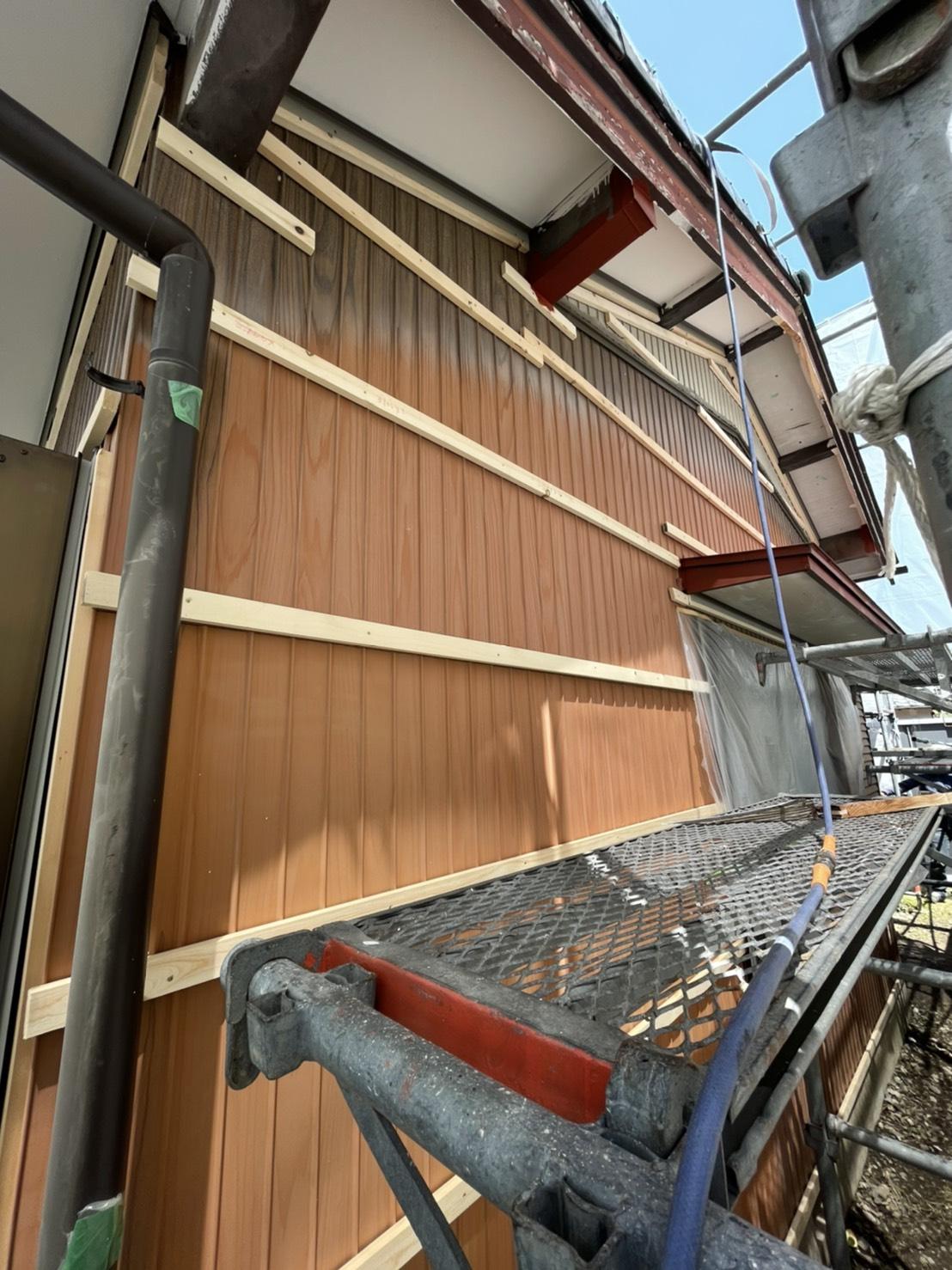 岡崎市 外壁トタンのカバー工法